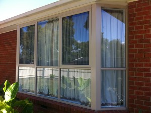 Aluminium bay window